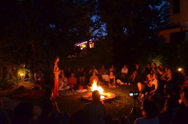 firepit-with-lyza-saint-ambrosena-4