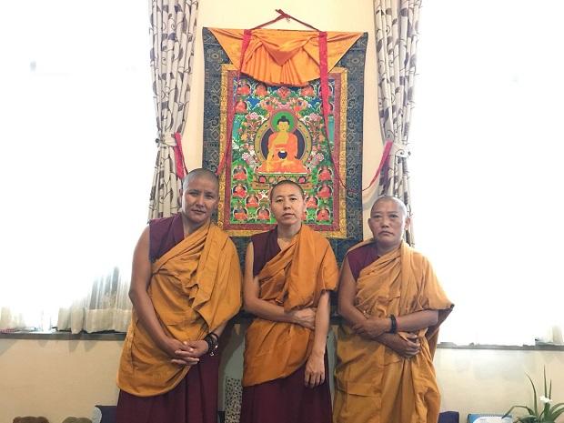 tibetan nuns of nepal 1